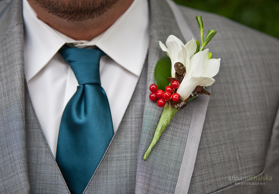 calgary wedding photographer anna michalska groom boutonniere