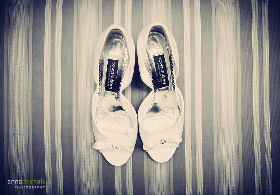 calgary wedding photography anna michalska carriage house inn bride shoes