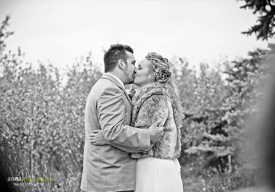 calgary wedding photography anna michalska backyard ceremony