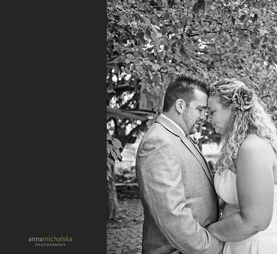 calgary wedding photography anna michalska backyard first look