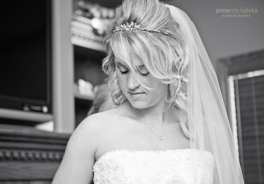 calgary wedding photographer anna michalska bride dress