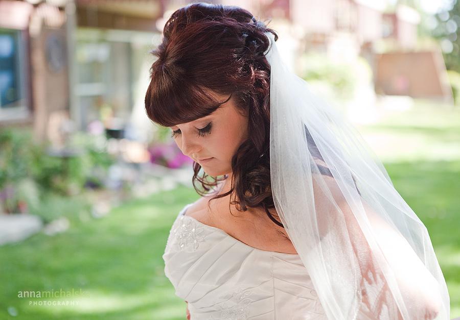 calgary wedding photographer anna michalska bride getting ready