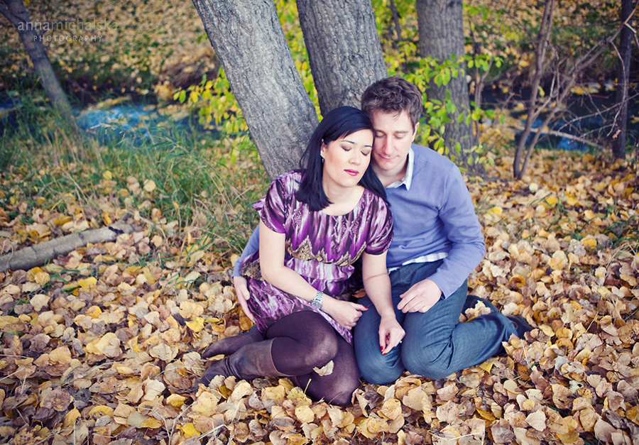 calgary engagement wedding photographer anna michalska  confederation park fall autumn leaves trees