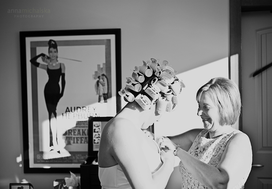 calgary wedding photographer anna michalska bride getting ready