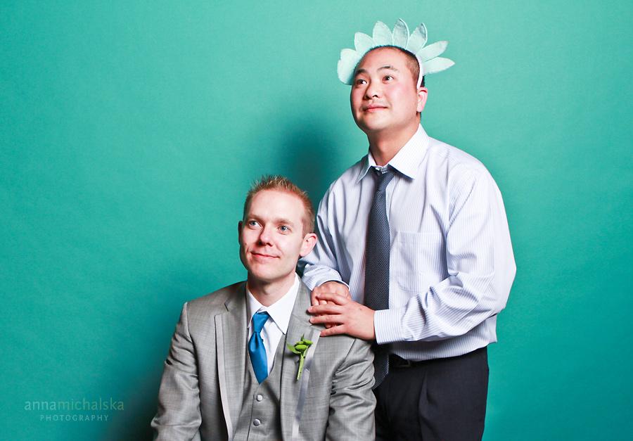 calgary wedding photographer anna michalska photo booth photobooth