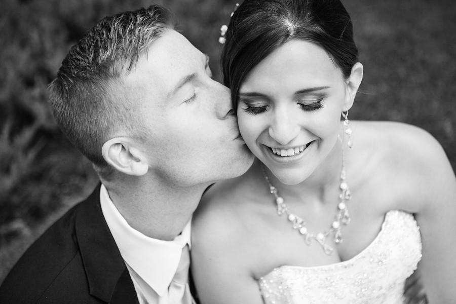 calgary wedding photographer anna michalska photography peace bridge