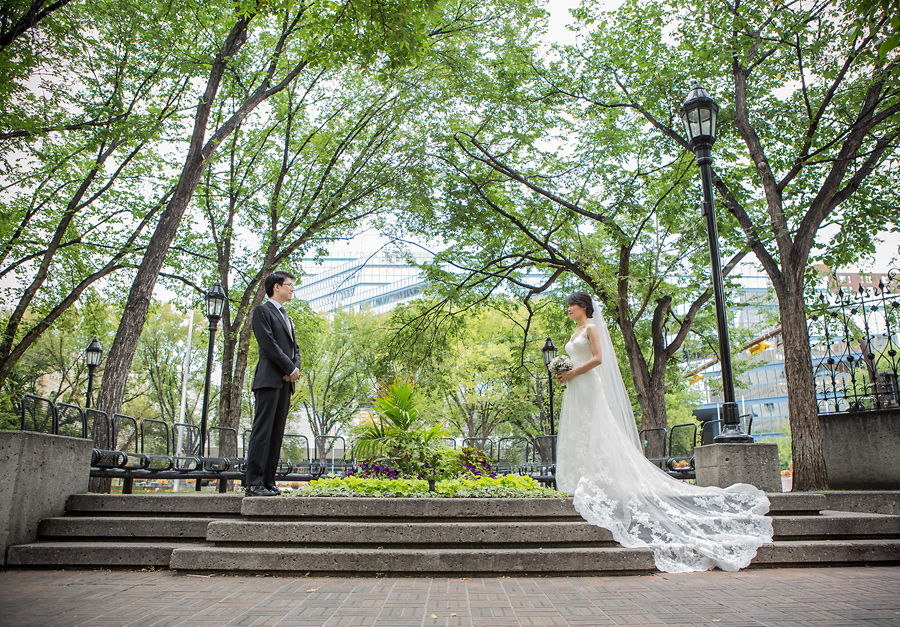 calgary wedding photographer anna michalska downtown olympic oval stephen avenue