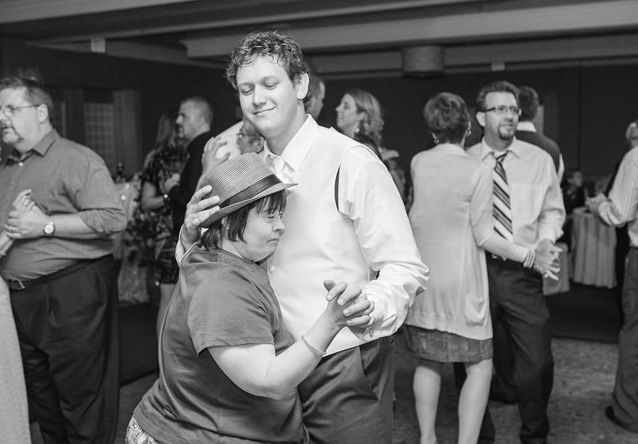 calgary wedding photography anna michalska delta south hotel reception