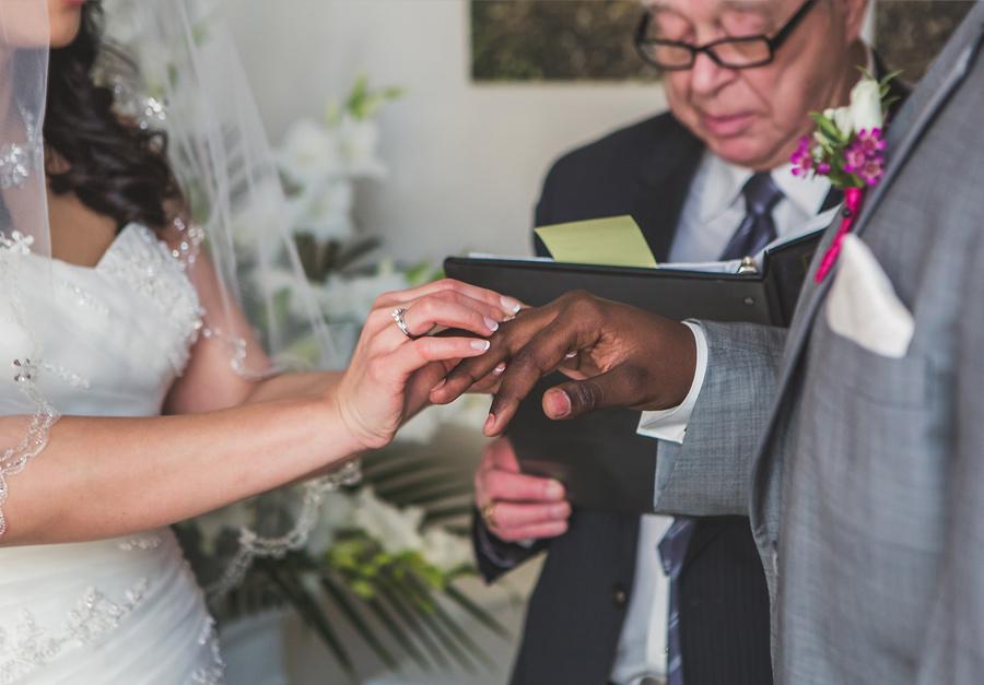 calgary wedding photography anna michalska winter at home wedding