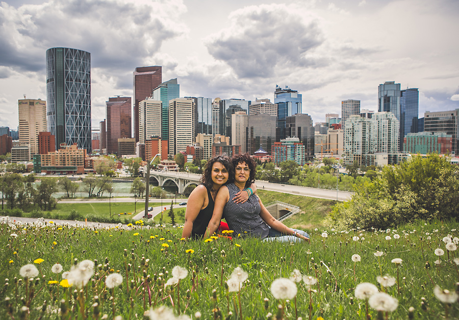 skyline downtown mother daughter portrait by rotary park