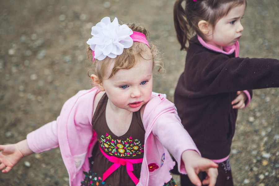 little girl in pink pointing heritage park family session anna michalska photography