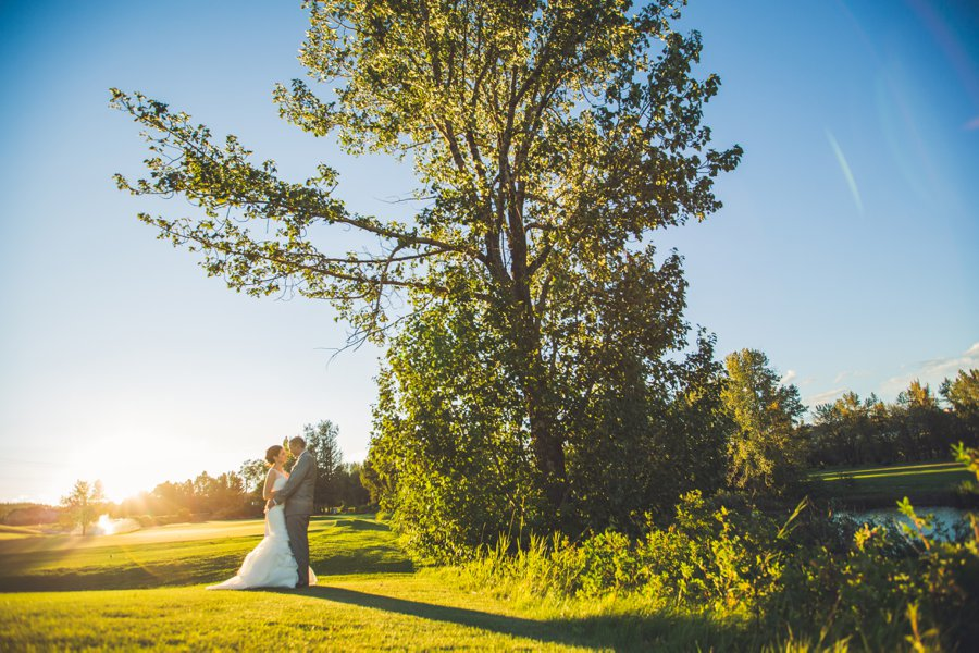 bride groom sunset river valley ridge golf course calgary wedding photographers anna michalska