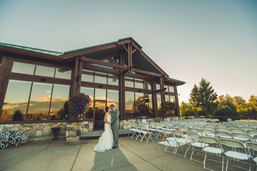 sunset bride groom building reflections valley ridge golf course calgary wedding photographers anna michalska