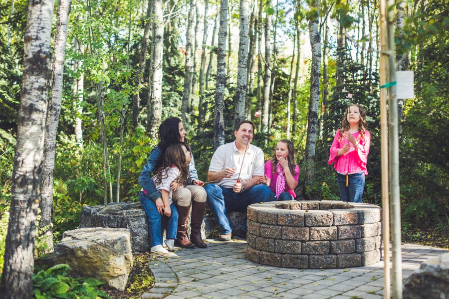 calgary family photographer family marshmallow roasting in backyard