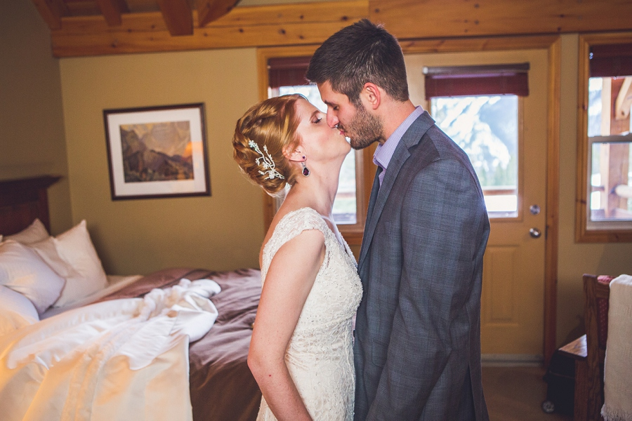 first look buffalo mountain lodge bride and groom kiss anna michalska photography