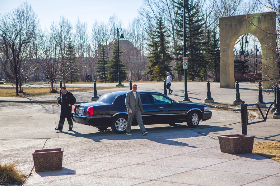 groom arriving to first look calgary wedding photographer anna michalska