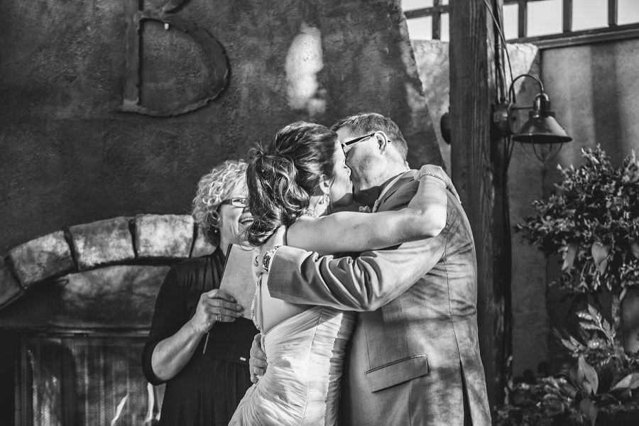 first kiss bonterra trattoria calgary wedding photographer anna michalska