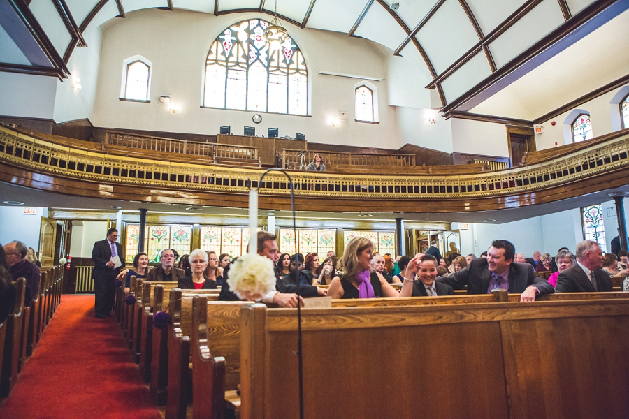calgary wedding photographer anna michalska first baptist church guests seated for ceremony