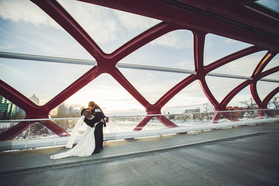 calgary wedding photographer anna michalska winter wonderland peace bridge kiss