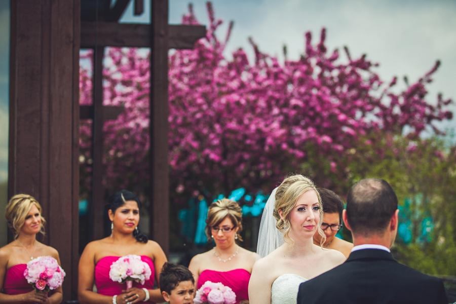 valley ridge golf calgary wedding photographer anna michalska bride looks at groom