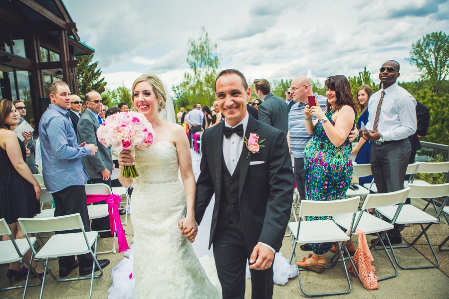 valley ridge golf calgary wedding photographer anna michalska bride groom walking down aisle