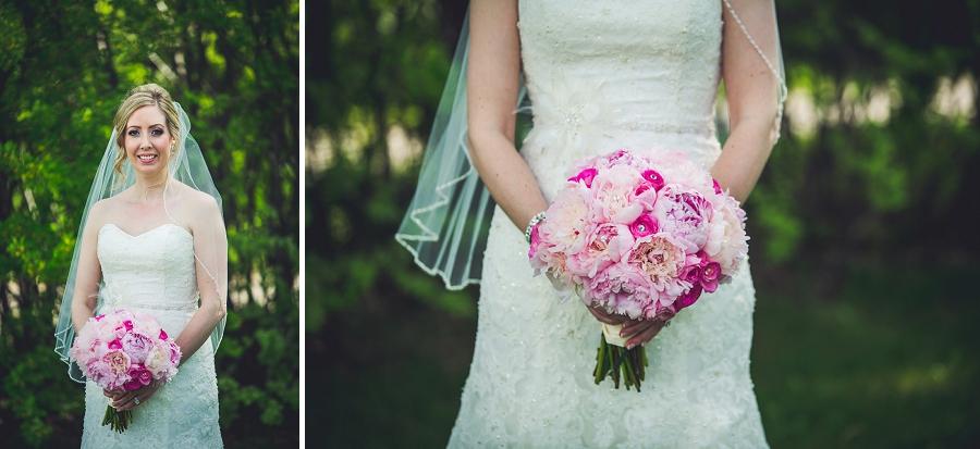 valley ridge golf calgary wedding photographer anna michalska bride with pink bouquet