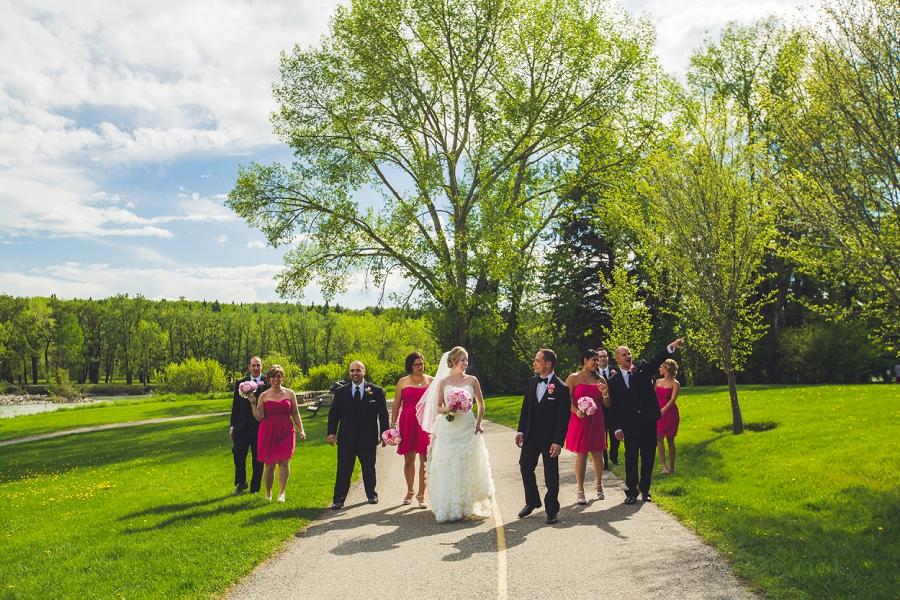 valley ridge golf calgary wedding photographer anna michalska bridal party walking