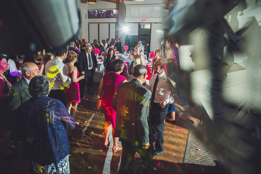 valley ridge golf calgary wedding photographer anna michalska guests dancing