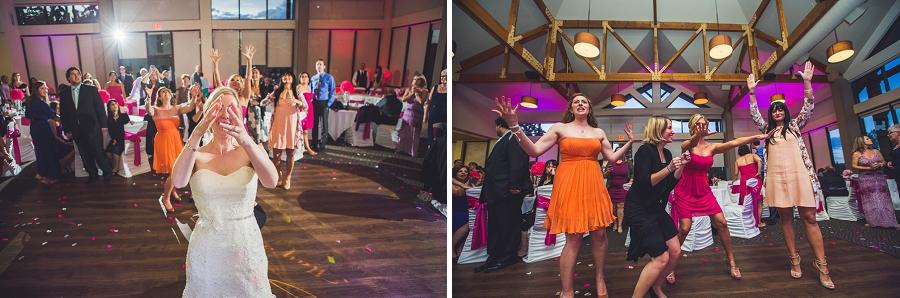 throwing of bouquet valley ridge golf calgary wedding photographer anna michalska
