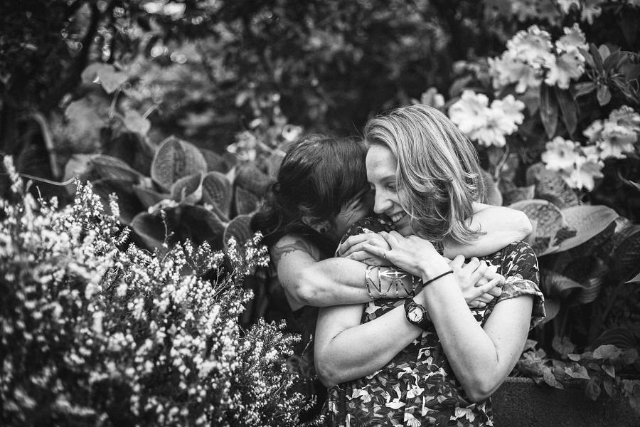 malloreigh allie vancouver couple's session embrace