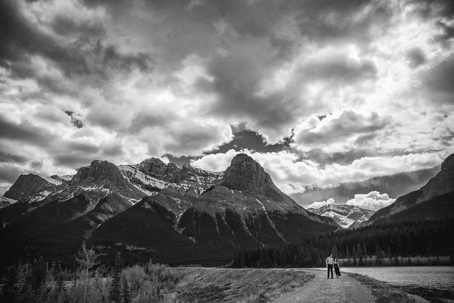 rocky mountain engagement calgary wedding photographer anna michalska canmore black and white