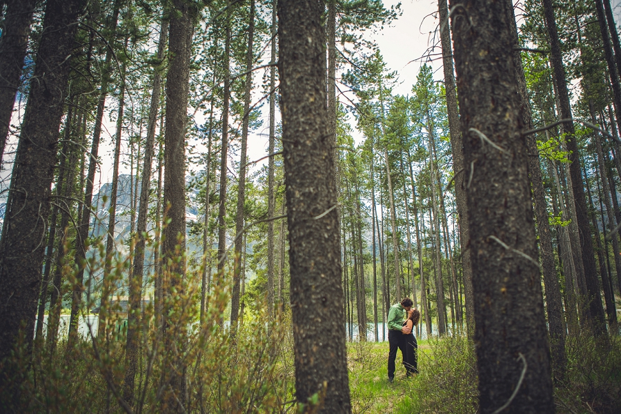 couple in the woods rocky mountain engagement calgary wedding photographer anna michalska