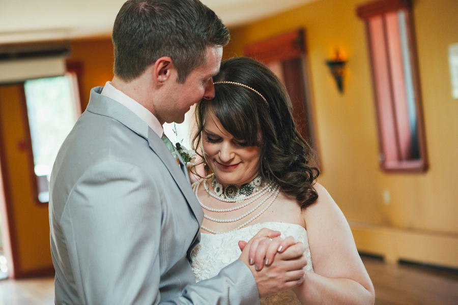 calgary wedding photographer emerald lake lodge anna michalska first dance