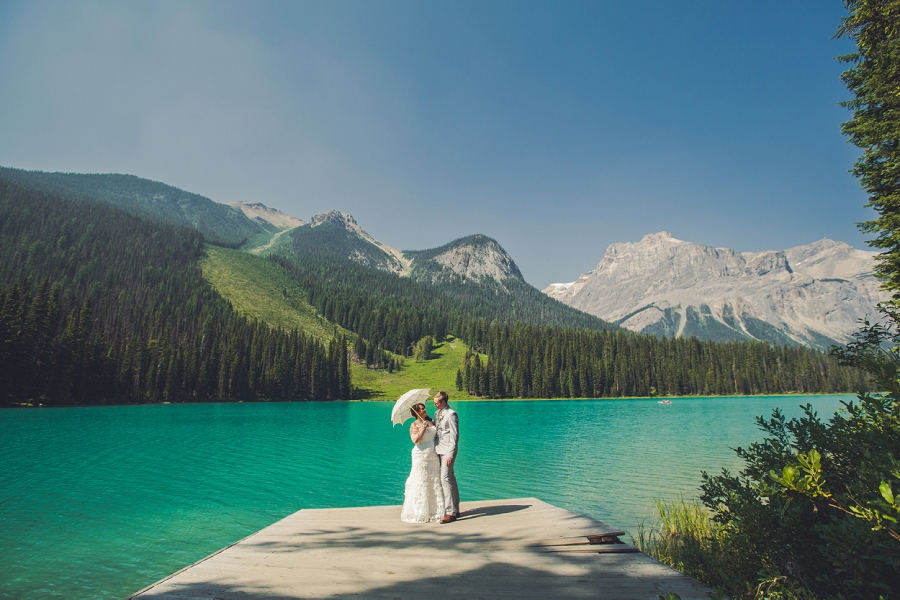 mountain umbrella calgary wedding photographer emerald lake lodge anna michalska