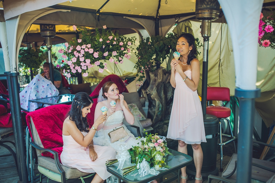 ice cream bridesmaids angel's cappuccino and ice cream edworthy park calgary wedding photographers anna michalska