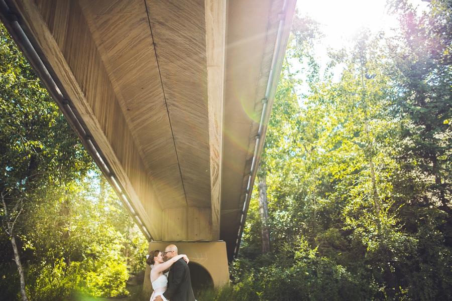 sun flare bride groom edworthy park calgary wedding photographers anna michalska