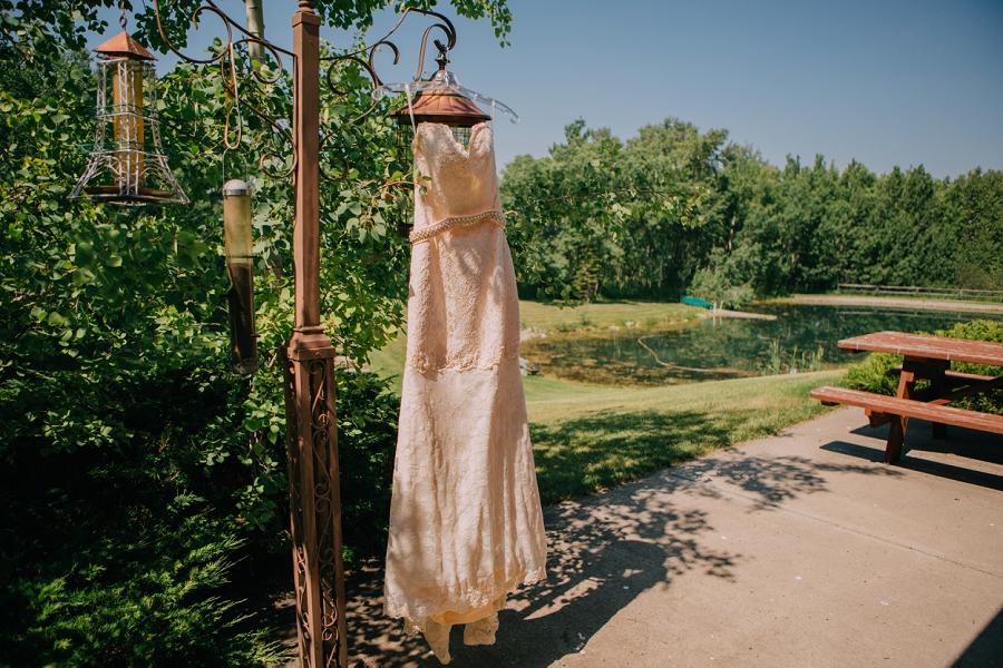 antique wedding dress spring valley chapel rustic wedding alberta calgary photographer anna michalska