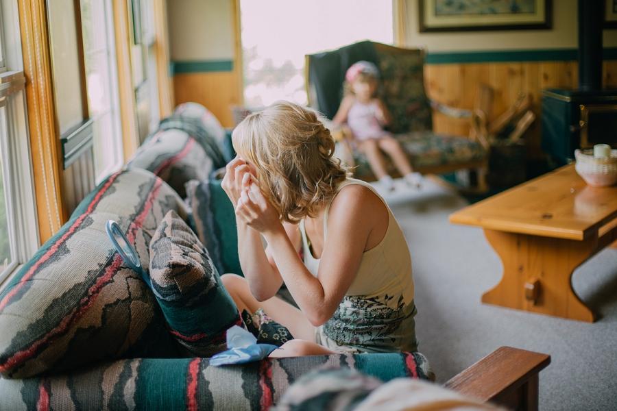 bridesmaid getting ready spring valley chapel rustic wedding alberta calgary photographer anna michalska