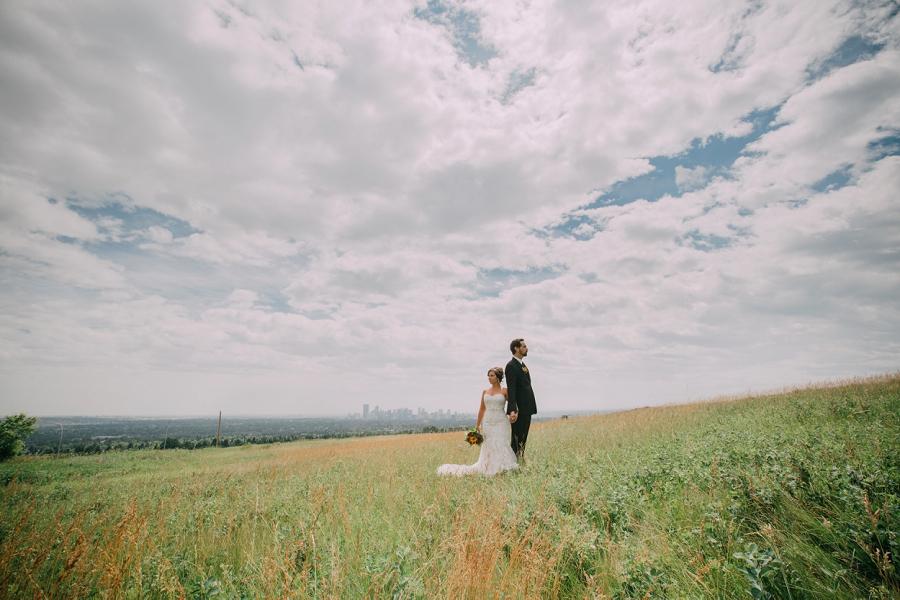 bride groom calgary downtown view nose hill park calgary wedding photographer anna michalska