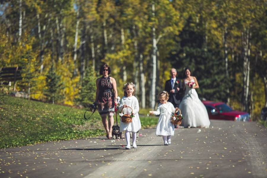 flower girls calgary wedding photographer anna michalska