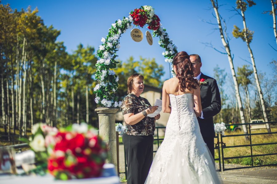 bride groom cowboy themed wedding calgary wedding photographer anna michalska