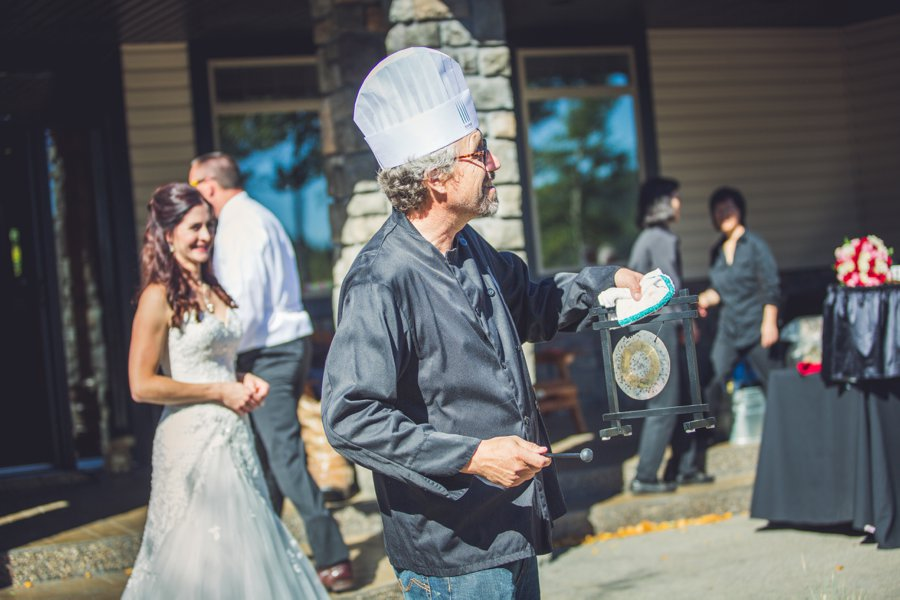 chef with dinner gong cowboy themed wedding calgary wedding photographer anna michalska