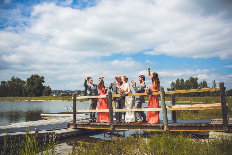 bridal party cheering kiss elbow springs golf club calgary wedding photographer anna michalska