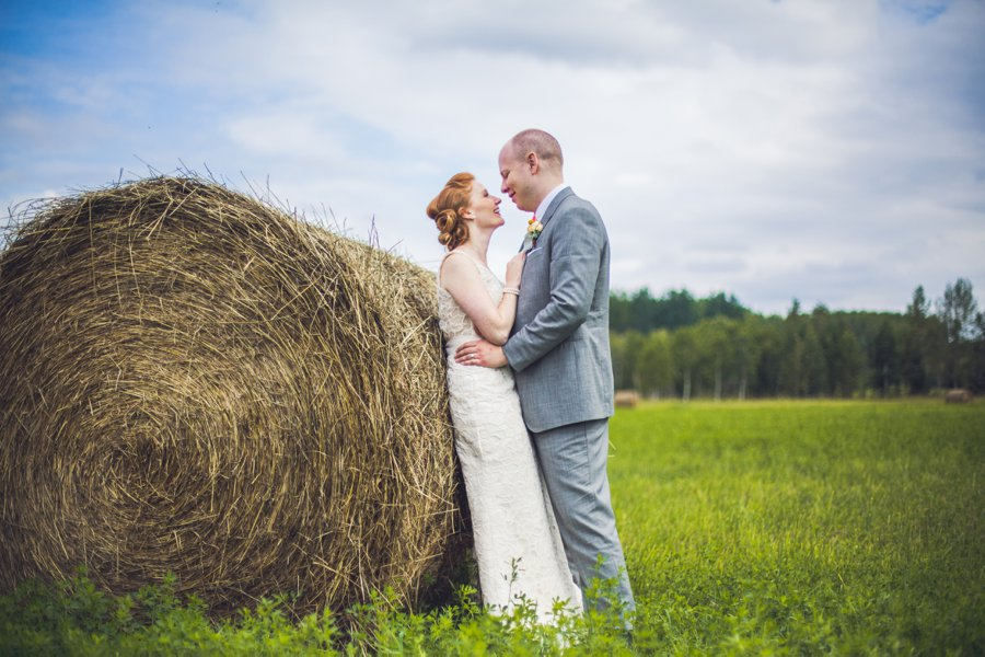 bride groom with hay barrel calgary wedding photographer anna michalska