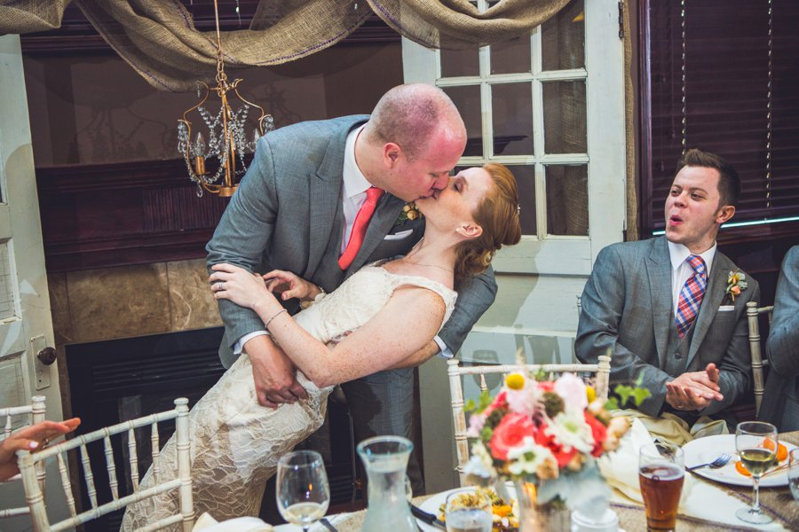 bride groom kiss head table elbow springs golf club calgary wedding photographer anna michalska
