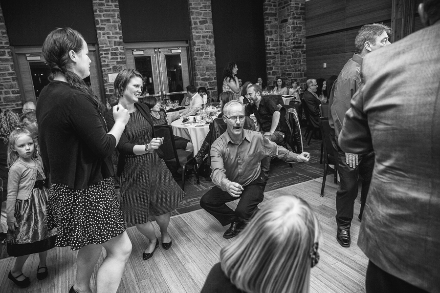 guests dancing calgary zoo wedding photography