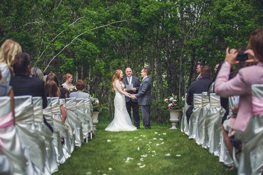 bride groom backyard wedding ceremony