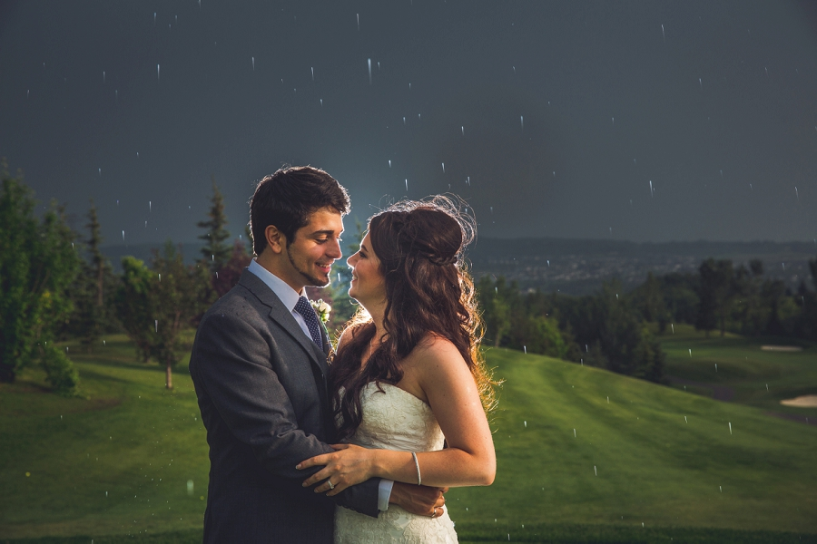 bride groom rain lynx ridge golf club calgary wedding photographer