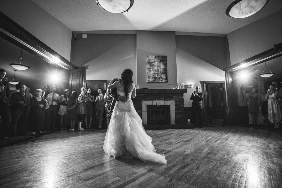 first dance lynx ridge golf club calgary wedding photographer
