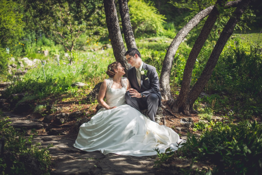 calgary latin wedding photographer bride groom in reader rock gardens